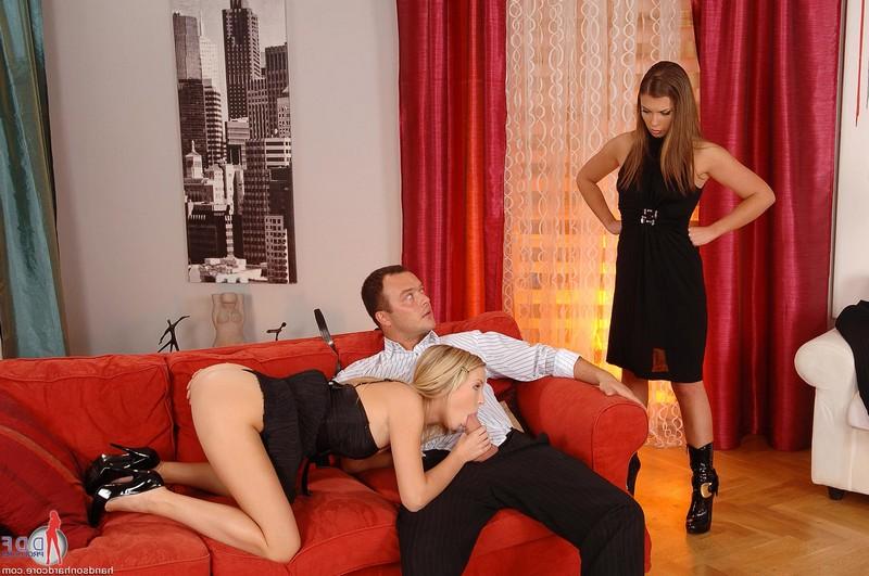 Сексуальная блондинка успокоила ревнивую жену своего любовника порно фото бесплатно